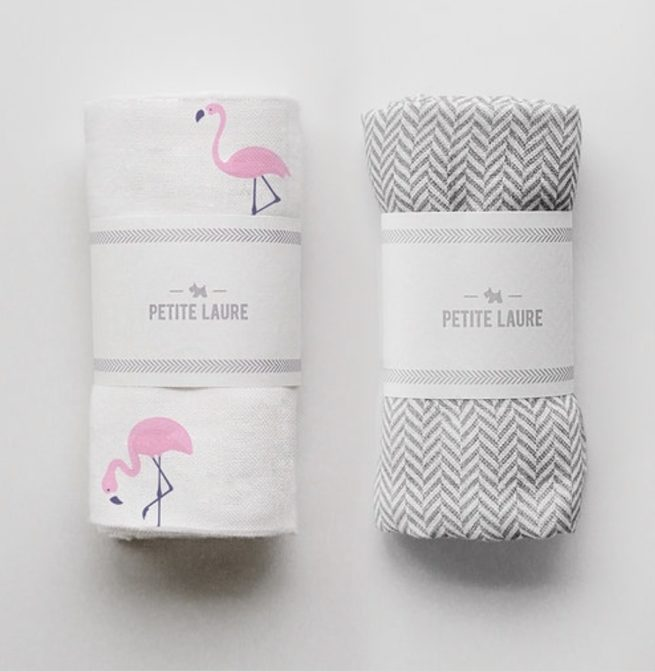 Miękka muślinowa pieluszka od PETITE LAURE wykonana w 100% z przędzy bambusowej. Zestaw otulaczy dla niemowlaka idealny na prezent.